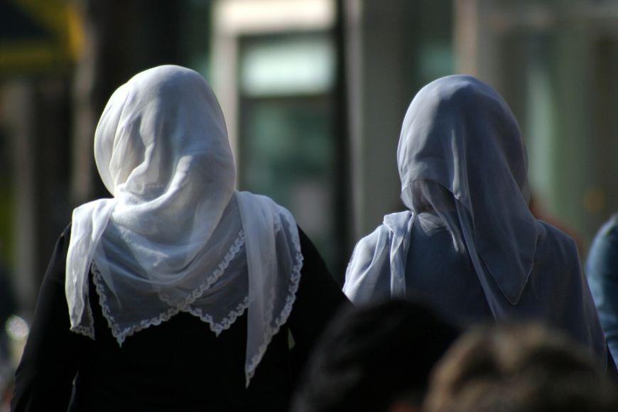 Arbeitsgericht Berlin Lehrerin mit Kopftuch in Schule? Entscheidung erwartet